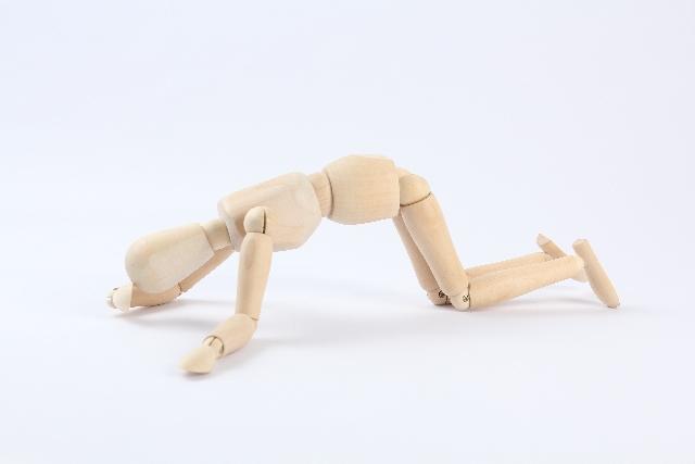 落ち込む人形